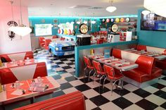 Restaurant Happy Days à Anglet - American Restaurants - Dekoration 1950 Diner, Vintage Diner, Retro Diner, Steve's Diner, 1950 American Diner, American Cafe, Vintage Style, Café Retro, Retro Cafe