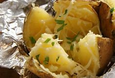3 Ways to wow your family with stuffed baked potatoes Microwave Recipes, Baking Recipes, Cake Recipes, Easy Chilli, Quick Pasta Recipes, Easy Weekday Meals, Iftar, How To Cook Pasta