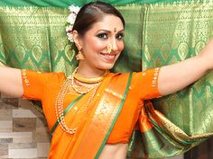 Pooja Misrra rocks the closing ceremony of Pune Festival with a lavani dance!
