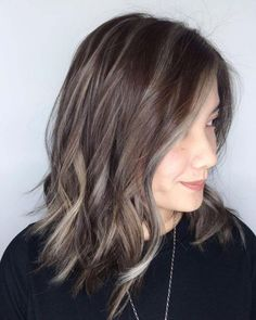Choppy Brown Lob With Gray Highlights Haar 60 Shades of Grey: Silver and White Highlights for Eternal Youth Grey Brown Hair, Grey Ombre Hair, Brown Blonde Hair, Light Brown Hair, Brown Hair Colors, Brown Lob, Dark Hair, Ash Brown, Blonde Streaks
