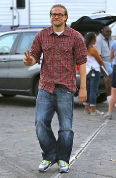 Charlie Hunnam Pictures - Scenes from the 'Sons of Anarchy' Set - Zimbio