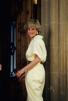 - Photo 1 - Diana, Princess of Wales has long been remembered as a fashion icon, and now her stylist Anna Harvey is opening up about those memorable looks. Lady Diana Spencer, Spencer Family, Princesa Diana, Anna Harvey, Kate Middleton, Ashley Madekwe, Princess Diana Fashion, Yellow Jumpsuit, Beyonce