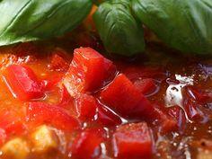 Tomaten Paprika Suppe  Ein ganz schnelles Süppchen mit meiner Tomaten-Saucen-Basis.  http://einfach-schnell-gesund-kochen.de/tomaten-paprika-suppe/