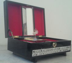 boite bijoux a musique danseuse asiatique japonisante laqué noir automate XXeme