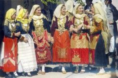 Mongolia, North Africa, Traditional Outfits, Folk Art, Greek Costumes, Greece, Culture, Japan, Christmas Time