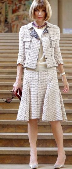 Wear a matching skirt and jacket ensemble as approved by Anna Wintour. Just remember lighter colors look more classy and less severe. Anna Wintour Style, Chanel Style Jacket, Chanel Couture, Fashion Photography Inspiration, Inspiration Mode, Fashion Over 50, Style Vintage, Fashion Outfits, Womens Fashion