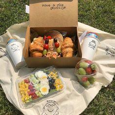 Picnic Date Food, Picnic Foods, Picnic Ideas, Comida Picnic, Good Food, Yummy Food, Food Goals, Cafe Food, Aesthetic Food