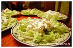 Sałatka orzechowo-serowa z selerem naciowym - #przepis na sałatkę z selera z orzechami i serem  http://pozytywnakuchnia.pl/salatka-serowo-orzechowa-z-selerem/  #salatka #orzechy #seler
