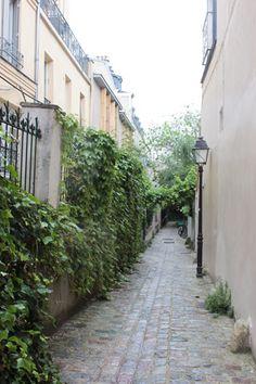 Les impasses de la rue des Vignolles. Au niveau du 20 de la rue des Vignolles Paris 75020 se trouvent une dizaine d'impasses étroites datant des années 1870...