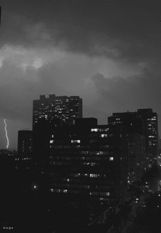Black And White Gif, Black And White Picture Wall, Black And White Aesthetic, Black And White Pictures, Rain Wallpapers, Scenery Wallpaper, City Aesthetic, Aesthetic Anime, Aesthetic Photography Nature