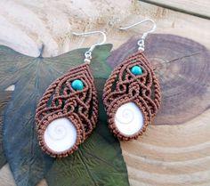 Shiva Eye Shell macrame earrings micromacrame por SelinofosArt