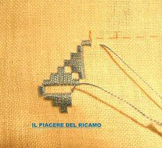 Il Piacere del ricamo: Fili contati, per la nuova ideaa Types Of Embroidery, Learn Embroidery, Embroidery Patterns, Shirt Embroidery, Floral Embroidery, Bookmark Craft, Ancient Persia, Drawn Thread, Hardanger Embroidery