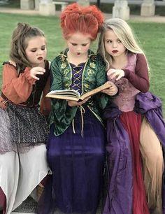 Fete Halloween, Disney Halloween Costumes, Cute Costumes, Halloween Cosplay, Baby Halloween, Halloween Outfits, Costume Ideas, Halloween Dresses For Kids, Hocus Pocus Halloween Costumes