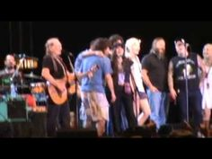 Willie Nelson Gospel Little Rock 2011 Will The Circle Be Unbroken, by and by Lord,  by and by... When I die, Lord, I'll fly away...