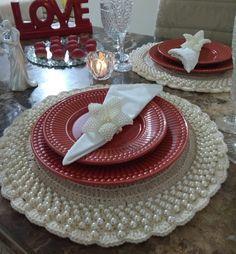 Sousplat de crochê: 50 fotos, vídeos e modelos passo a passo (GUIA) Crochet Mat, Crochet Stitches, Crochet Sunflower, Flower Crafts, Lily, Table Decorations, Holiday Decor, Home Decor, Base