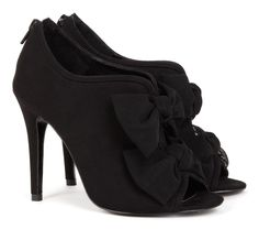 Peep toe shoe with bows. LOVE