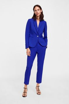 7 Unexpected Celeb-Inspired Outfits to Wear on NYE Zara Blazer, Blazer Suit, Blue Fashion, Work Fashion, Celebrity Outfits, Cropped Trousers, Zara Women, Suits For Women, Celebs