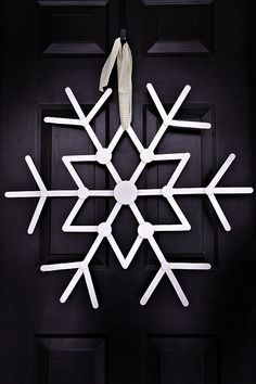 Snowflake Wreath out of Popsicle sticks. Maybe paint turquoise instead of white.