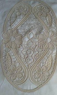 Filet Crochet, Diy Crochet, Crochet Stitches, Crochet Patterns, Doily Patterns, Needle Lace, Bobbin Lace, Crochet Strawberry, Needle Tatting Patterns