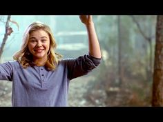 "The 5th Wave ""Cassie"" On-Set Interview - Chloe Grace Moretz - YouTube"