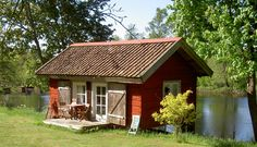 Small Cottages, Cabins And Cottages, Modern Tiny House, Tiny House Design, Tiny Little Houses, Swedish Cottage, Sweden House, Red Houses, Tin House
