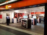 RadioShack Opens third NYC Pop-up Store in Penn Station. Great for a last minute accessory purchase before getting on the train! PopUp Republic