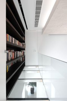 House in Las Rozas by A-cero Architects: the Mix of Art and Architecture Residential Architecture, Contemporary Architecture, Art And Architecture, Contemporary Design, Amazing Architecture, Casa Retro, Interior And Exterior, Interior Design, Glass Floor