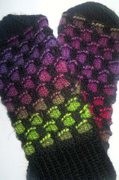 Knit Mittens, Knitting Socks, Knit Socks, Knitting Patterns Free, Free Knitting, Knitting Ideas, Newfoundland, Fingerless Gloves, Arm Warmers