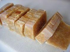 jabón de miel Diy Soap And Shampoo, Diy Body Butter, Soap Packaging, Soap Recipes, Beauty Recipe, Diy Skin Care, Home Made Soap, Natural Cosmetics, Handmade Soaps