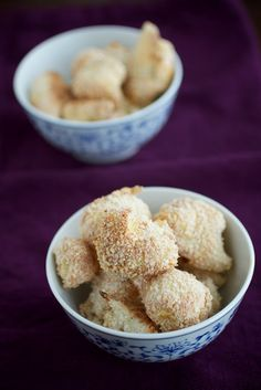 Baked Cauliflower Bites- great for if you have that savory, crunch craving. (substitute almond meal for bread crumbs? Baked Cauliflower Bites, Healthy Snacks, Healthy Recipes, Healthy Eating, Veggie Recipes, Healthy Junk, Clean Eating, Great Recipes, Favorite Recipes