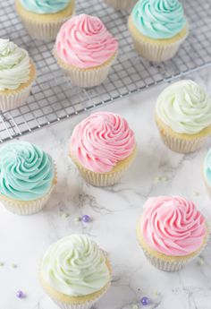 Key Lime Cupcakes - a fluffy white cupcake filled with fresh key lime zest and juice. Just screams Spring! Key Lime Cupcakes, Pastel Cupcakes, Ladybug Cupcakes, Kitty Cupcakes, Snowman Cupcakes, Holiday Cupcakes, Giant Cupcakes, Yummy Treats, Sweet Treats