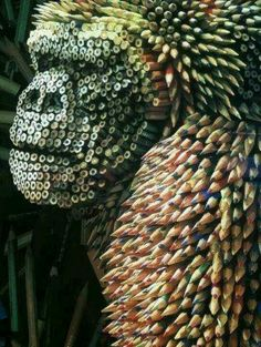 Funny pictures about Gorilla Sculpture Made From Colored Pencils. Oh, and cool pics about Gorilla Sculpture Made From Colored Pencils. Also, Gorilla Sculpture Made From Colored Pencils photos. Unusual Art, Unique Art, Instalation Art, Wow Art, Recycled Art, Art Plastique, Pencil Art, Pencil Drawings, Oeuvre D'art