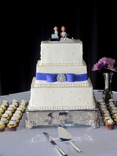 Google Image Result for http://thetwistedsifter.files.wordpress.com/2011/07/square-ivory-and-purple-wedding-cake-with-cupcakes.jpg