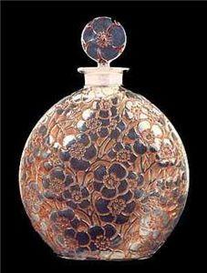 Le Lys perfume bottle, art nouveau, by René Lalique Vase Lalique, Lalique Perfume Bottle, Antique Perfume Bottles, Vintage Bottles, Art Nouveau, Art Deco, Perfumes Vintage, Beautiful Perfume, Bottle Art