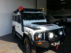 .Land Rover Defender 110
