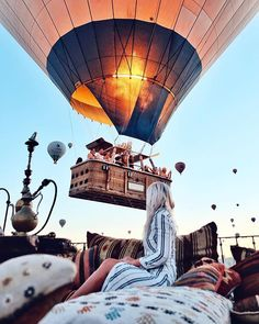 Good Morning ☀️ Tag someone who would love this☝️👯 ⠀⠀⠀⠀⠀⠀⠀⠀⠀ 📷 Credit: ⸏ via Air Ballon, Hot Air Balloon, Cappadocia Balloon, Cappadocia Turkey, Balloon Lanterns, Giant Balloons, Istanbul Tours, Capadocia, Balloon Flights