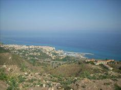 Tropea e il suo porto turistico, visti da Zaccanopoli [Foto a cura di Maria Rosaria Cozza]