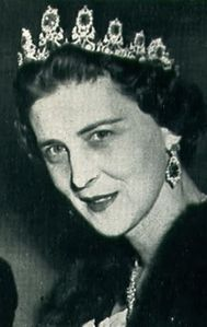 Queen Mary then gave it as a wedding gift to Princess Marina of Greece and Denmark in 1934.