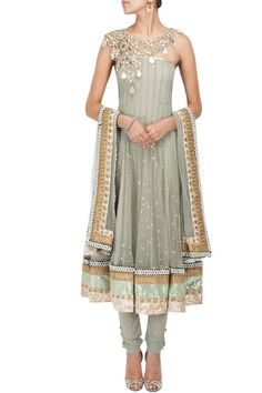 Grey cutwork embroidered kurta set by PAYAL SINGHAL
