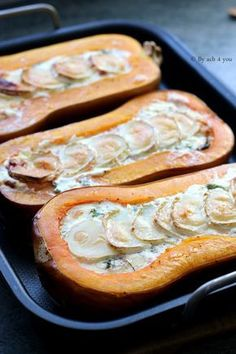 Butternut farcie lardons et chèvre - Recette facile Butternut stuffed with bacon and goat cheese - Easy recipe Vegetarian Recipes, Cooking Recipes, Healthy Recipes, Healthy Food, Beignets, Winter Food, Vegetable Recipes, Cooking Time, Vegetarian Food