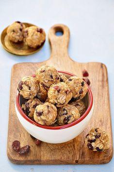 Power balls z żurawiną Healthy Desserts, Healthy Recipes, Power Balls, Snack Bar, Lunch Box, Food And Drink, Menu, Sweets, Snacks