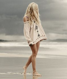 Sweater and the beach. Perfect