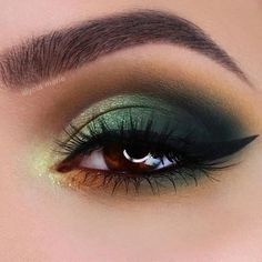 Green Smokey Eyes Makeup Idea A woman with amber eyes is lucky as it is a rare natural eye color. Discover the best eyeshadow color combos for the prettiest makeup. ideas Amber Eyes: Definition, Personality Traits, Makeup Application Tips Green Smokey Eye, Smokey Eyes, Smokey Eye Makeup, Pale Skin Makeup, Makeup For Green Eyes, Green Eyeshadow Look, Brown Eyes Eyeshadow, Copper Eyeshadow, Green Eyeliner