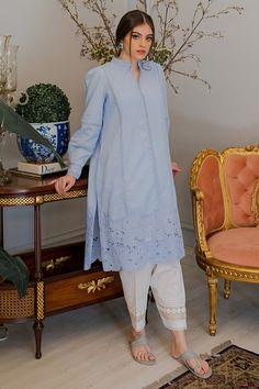 Pakistani Fashion Party Wear, Pakistani Fashion Casual, Pakistani Dresses Casual, Indian Fashion Dresses, Pakistani Dress Design, Indian Designer Outfits, Pakistani Salwar Kameez Designs, Stylish Dress Book, Stylish Dresses For Girls