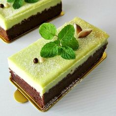 Chocolate Mint Cheesecake @FoodBlogs