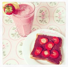 Find images and videos about breakfast, strawberry and nutella on We Heart It - the app to get lost in what you love. Sweet Breakfast, Nutella, Strawberry, Ethnic Recipes, Food, Strawberry Fruit, Hoods, Meals, Strawberries