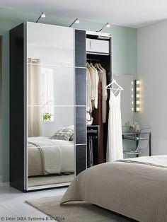 Svaki večernji izlazak započinje ispred ormara. S ogledalom. www.IKEA.hr/ormari_s_ogledalom