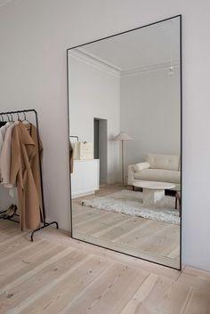 Full length mirror in minimalist living room decor arrangement ideas#arrangement #décor #full #ideas #length #living #minimalist #mirror #room