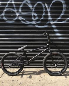 Welcome to the Indie Site For BMX and Skateboarders World Wide! Vintage Bmx Bikes, Old Bikes, Dirt Bikes, Scooter Bike, Bmx Bicycle, Black Bmx Bike, Bmx Videos, Bmx 20, Wallpapers Android