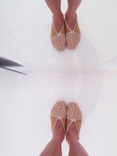 Crochet Slipper Pattern, Crochet Slippers, Tunisian Crochet, Espadrilles, Detail, Beautiful, Fashion, Espadrilles Outfit, Moda